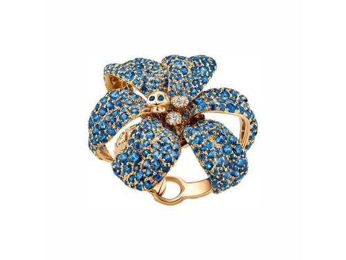 Anello Gucci Flora con motivo a teschio in oro giallo diamanti e zaffiri blu