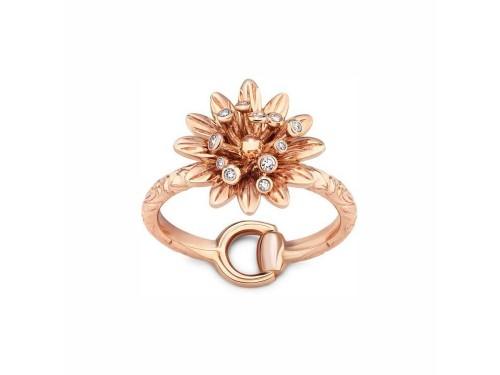 Anello Gucci Flora in oro rosa con fiore e diamanti