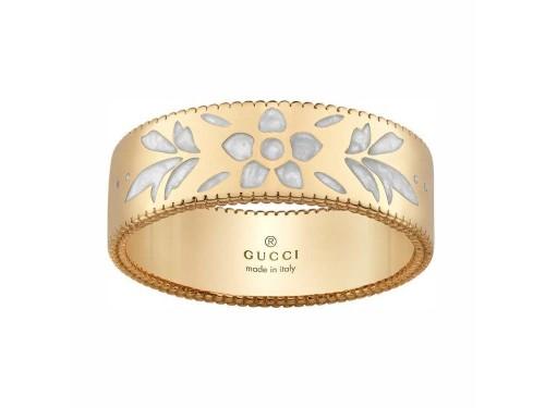 Anello Gucci Icon blooms in oro giallo e motivo floreale in smalto bianco 6mm